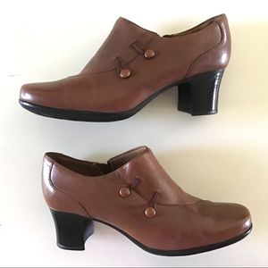 Clark's - Button Detail Side Zip Ankle Booties